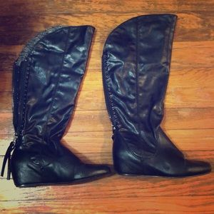 Small wedge boots